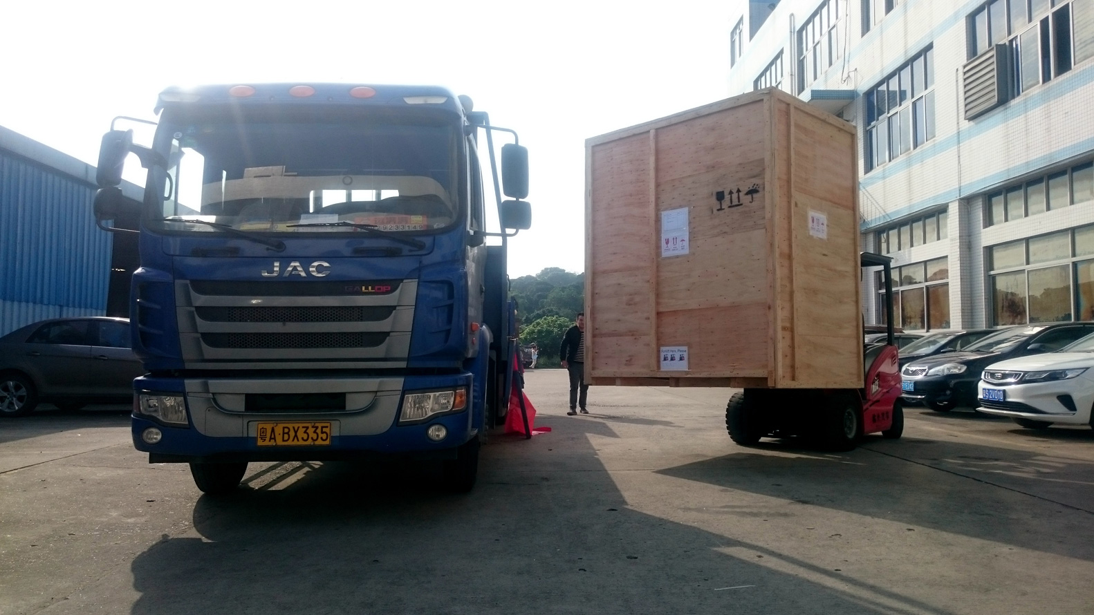 Wewon VOC Emission Test Chamber upload to truck and delivery to Shenzhen sea port