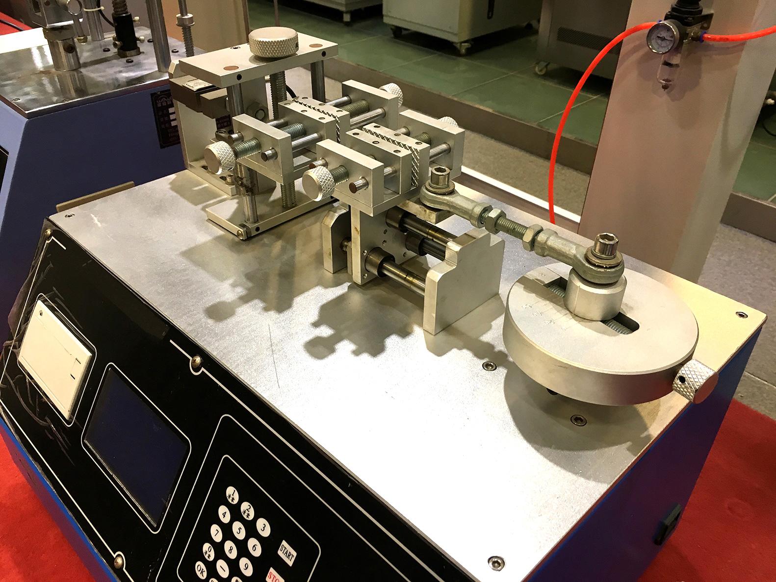 Plug and Pull Force Testing Machine