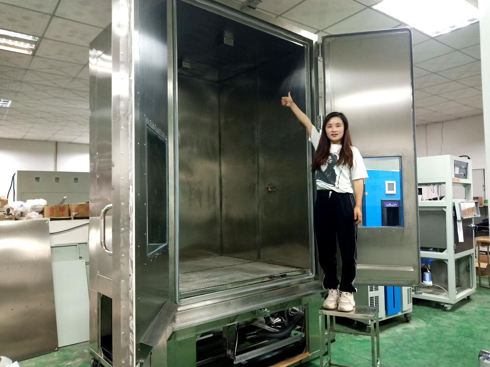 3380 liters blowing sand and dust test chamber made by Wewon Environmental Chambers Co., Ltd.