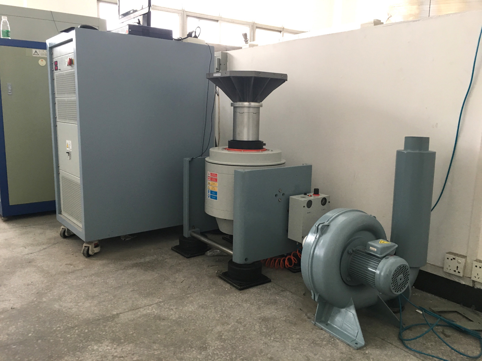 vertical moving type vibration testing equipment